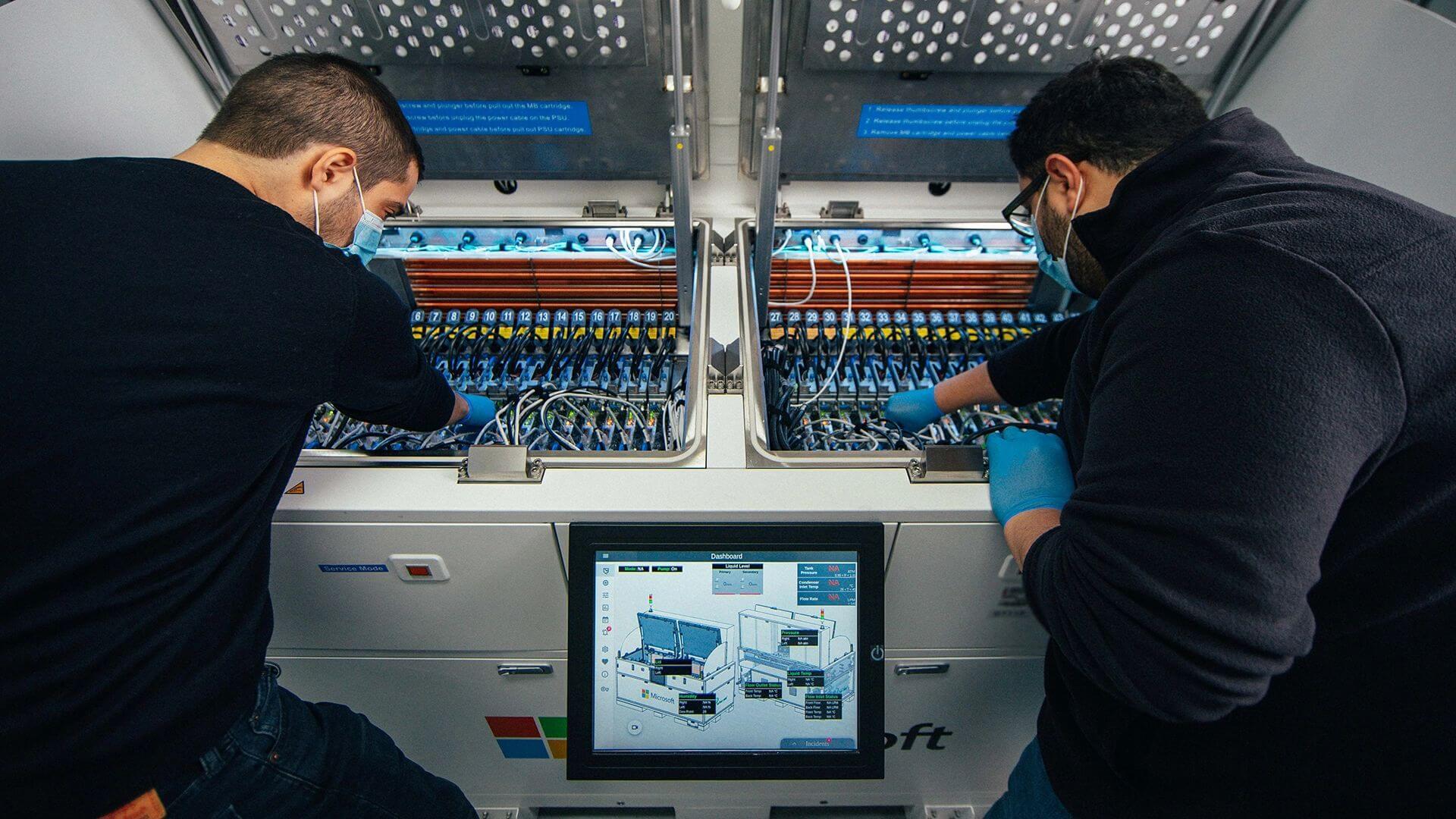 серверы центров обработки данных Microsoft погружает их в кипящую жидкость