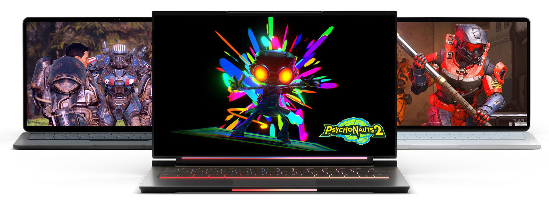 3 ноутбука с видеоиграми на экранах